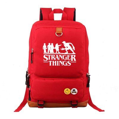 Mochila roja con el logo de Stranger Things