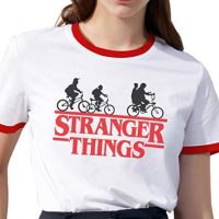 Camiseta blanca bordes rojos Stranger Things